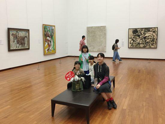 夏の美術鑑賞会/自由に作品と向き合う姿